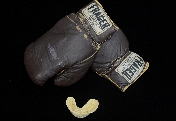 капа и перчатки али бокс